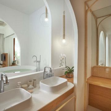 Oceanfront 1BR Pool Suite