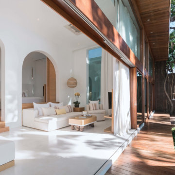 Oceanfront 2BR Presidential Pool Villa